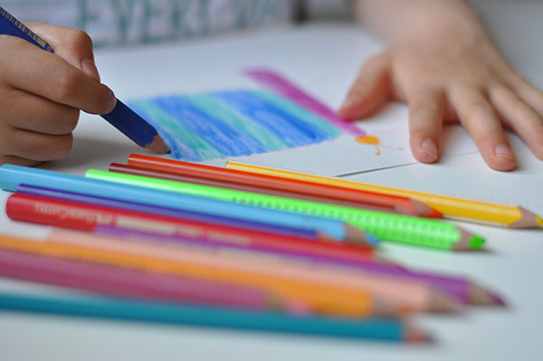 Malen für den Kinderhilfsfonds-Kalender