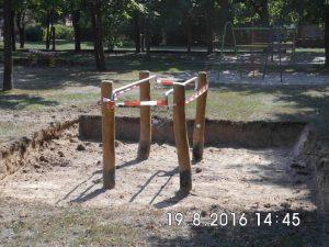 Solange die Fundamente aushärten, bleibt der Spielplatz gesperrt